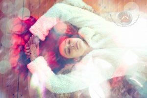 Mädchen schlafend mit verträumten Lichteffekten